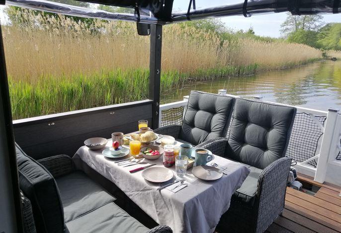 Festliegendes Hausboot Aenne mit kostenlosem Beiboot