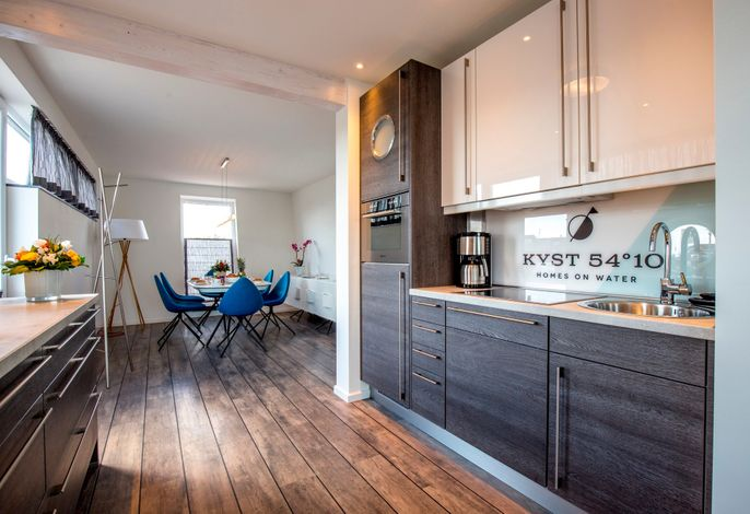 KYST 54°10 Floating Home 1