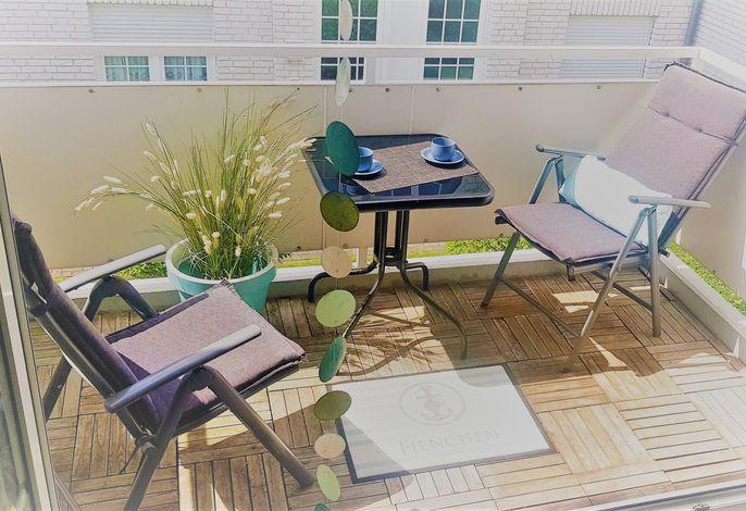 Ferienwohnung Fienchen - schöne, helle Wohnung mit komfortablen Boxspringbett, Balkon und WLAN, nur 3 Min. zum Strand