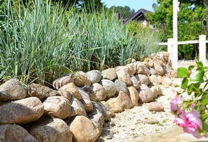 Eine Gartengestaltung, die an eine Dünenlandschaft erinnert