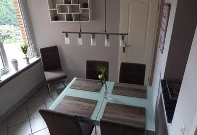 Essen 1a###br###mit Durchreuche zur Küche und ausziehbarem Esstisch