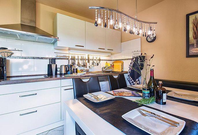 Küche mit Esstisch Eckbank und Stühlen