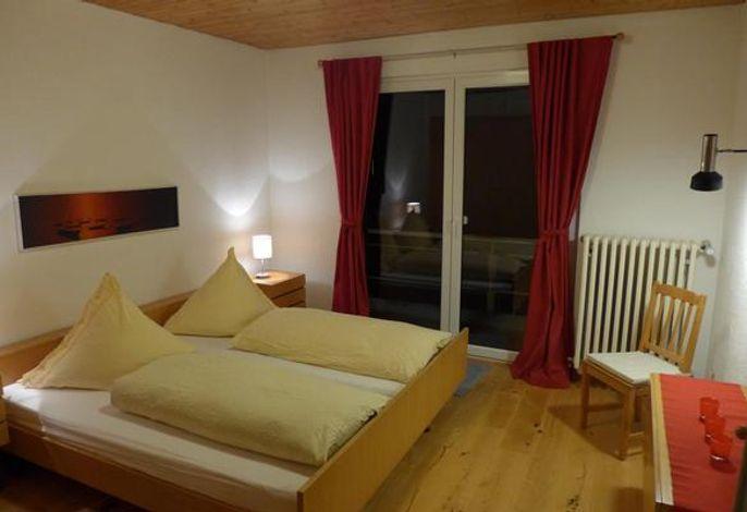 Schlafzimmer 2 mit Doppelbett und Schlafsofa