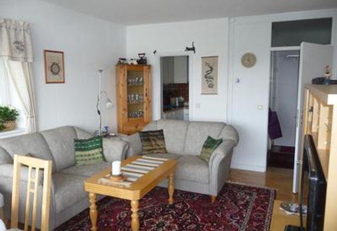 Wohnzimmer,links Durchgang zur Küche