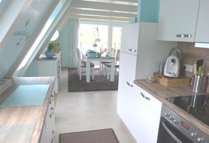 Küche mit Blick ins Esszimmer