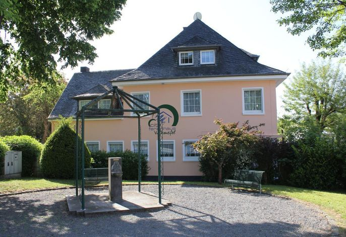 Das schöne Haus, an einer kleinen städischen Parkanlage gelegen