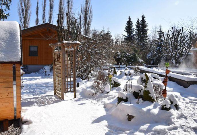 Genießen Sie die Sauna und den gegenübenliegenden beheizten Pool