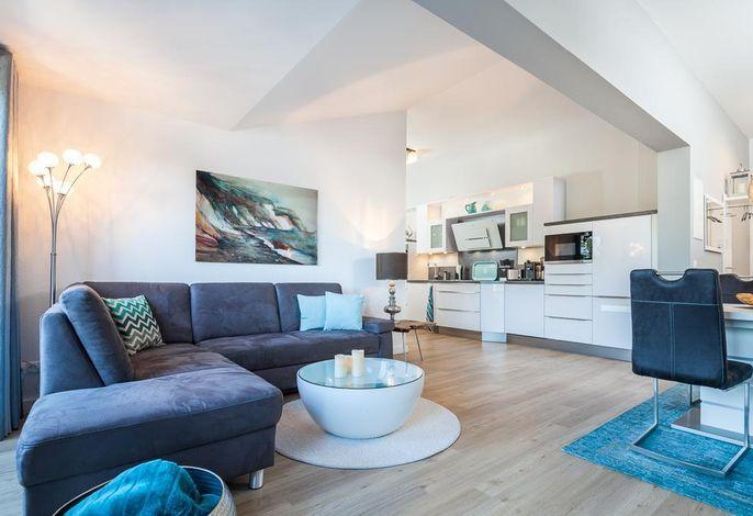 Moderner, offener Wohnbereich mit Ecksofa
