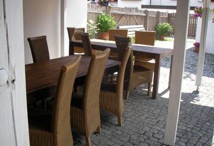 Außenterrasse mit bis zu 20 Sitzplätzen