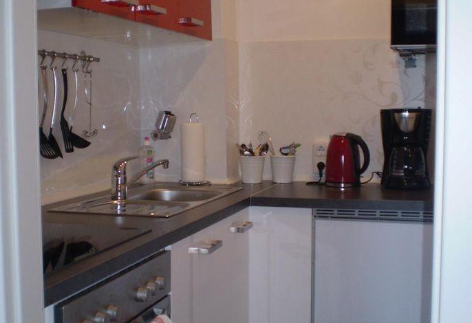 Küche: Backofen, Kochfeld, Mikrowelle, Geschirrspüler
