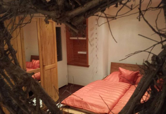 Schlafzimmer in Wildeiche massiv