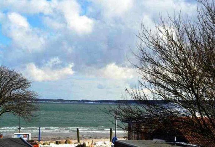Ostseeblick und Strandpromenade von der Dachterrasse