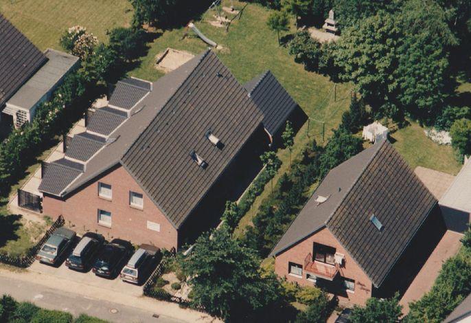 Luftbild:###br###Haus A befindet sich im linken Haus vorn.