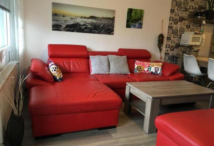 Übersicht über ein farbharmonisch eingerichtetes Apartment, wie man es selten findet