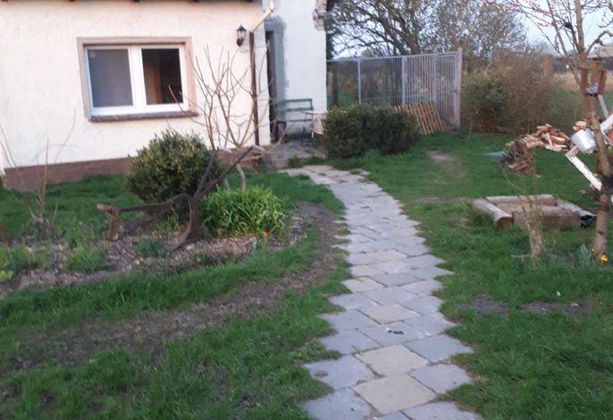 Eingang durch Garten