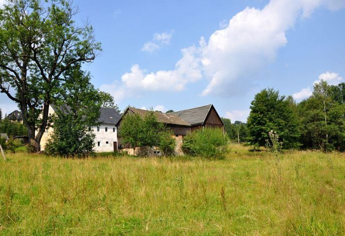 Mühlenhof - Ansicht mit Wiese