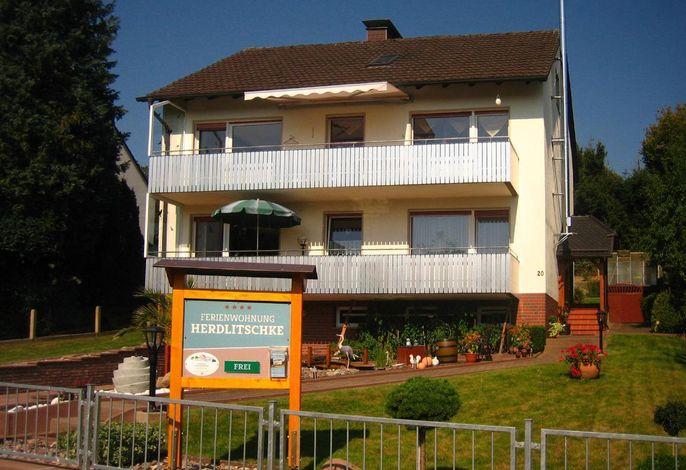 die Wohnung ist mit dem oberen Balkon und zusätzlich Dachgeschoß