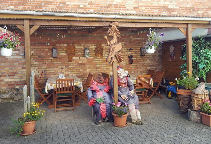 Innenhof lädt zum Feiern & Grillen ein