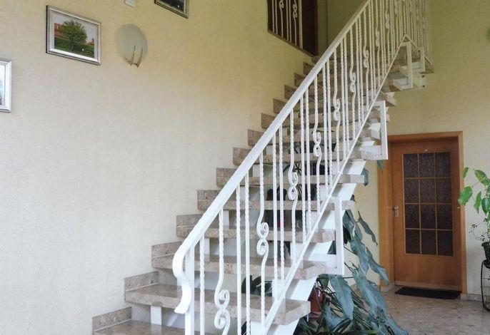 Treppe zur 1. Etage