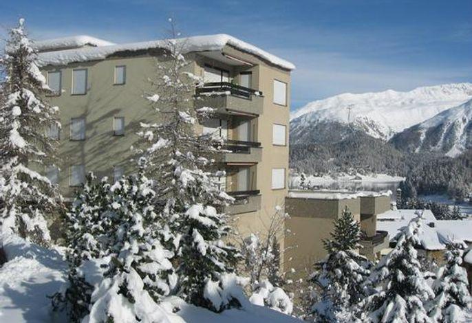 Residenza Surlej in St. Moritz - das Foto hat eine schöne Winterstimmung eingefangen - typisch Engadin