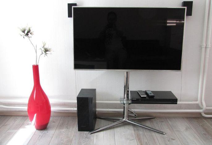 Großbild-TV mit BluRay-Heimkino-Anlage