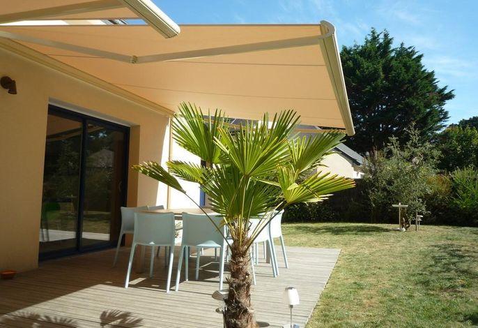 2 stores électriques terrasse plein soleil ouest espace déjeuner et salon