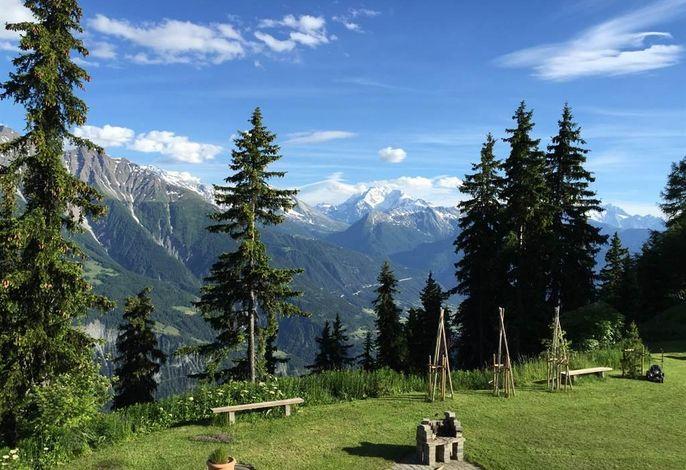Blick_in_die_Walliser_Berge_vom_Balkon