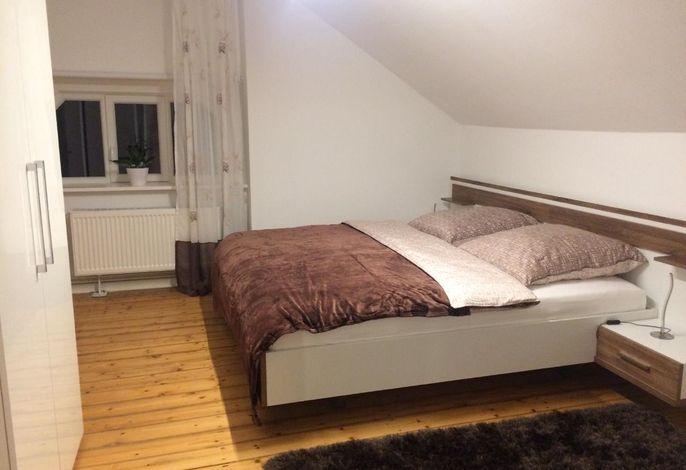 Schlafzimmer 1###br###Bett 1,80 x 2 m