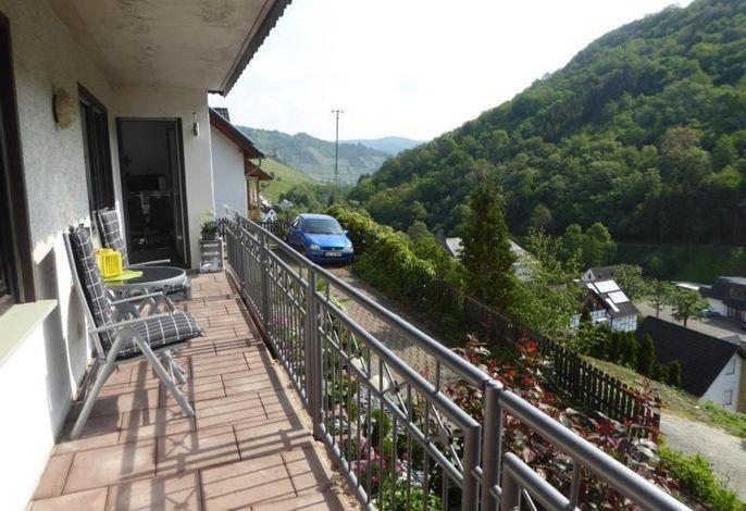 Balkon mit Eingang Ferienwohnung###br###Blick Richtung Rhein mit Ruine Fürstenberg