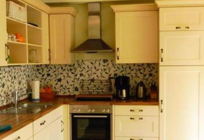 Große Küche im Landhausstil im Erdgeschoss
