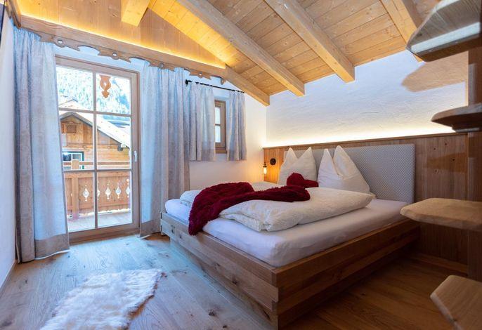 Eichenholzzimmer mit Balkon
