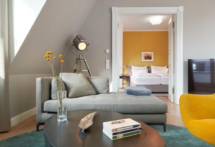 Wohnbereich Blick in Schlafzimmer 1