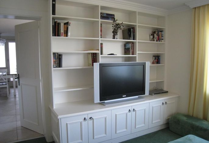 Wohnwand mit TV im Zimmer Suite