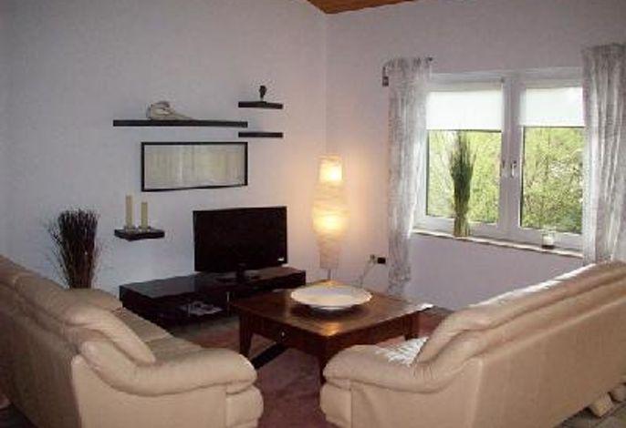 Ferienwohnung Am Wirschbach, Wohnraum mit grossem Flachbildschirm-TV