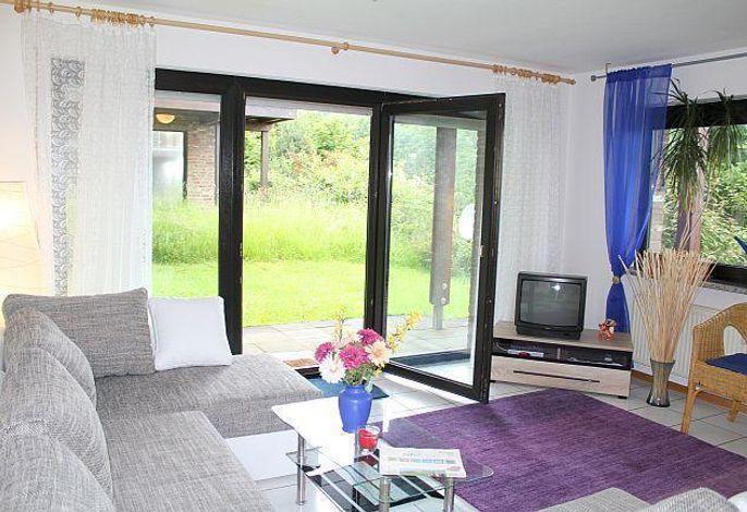 Ferienwohnung Weinbach, mit Terrasse und Wiesenstück