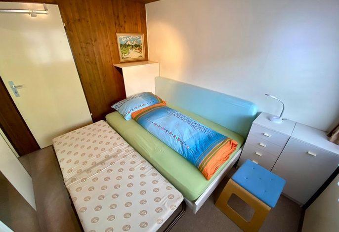 Schlafzimmer mit zweitem Klappbett
