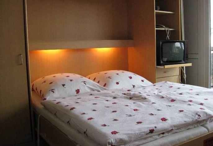 Schrank-Doppelbett