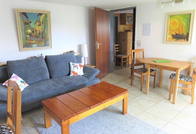 Essbereich. Wohnzimmer mit Essbereich