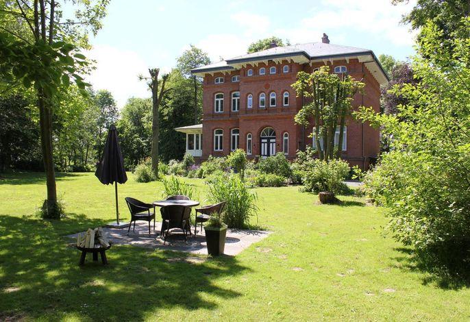 Das Herrenhaus mit 13.000qm Garten und Terasse