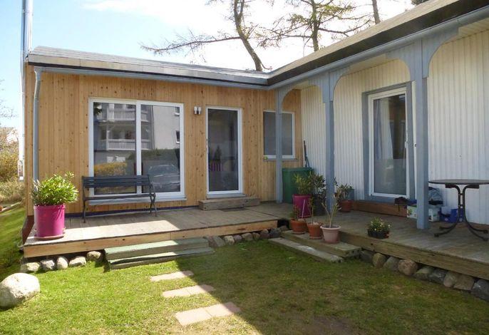 Ferienwohnung 'Leuchtturm' im Gartenhaus vom Haus Ostseeblick in Lohme auf der Insel Rügen