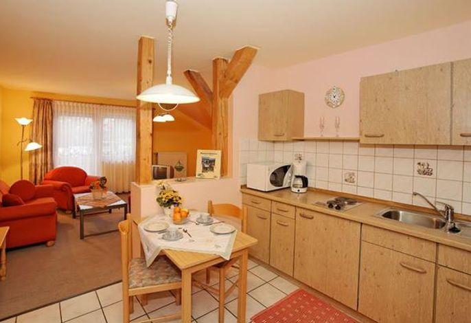 Küchenzeile mit Blick zum Wohnraum