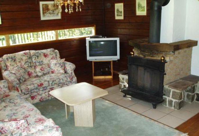 Ihr Wohnzimmer mit Flat-TV und Kamin