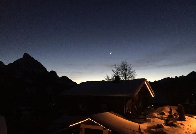Aussenansicht by Night