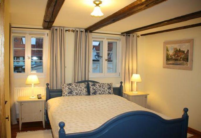 Doppelzimmer mit Bett 1,80 m x 2,00 m
