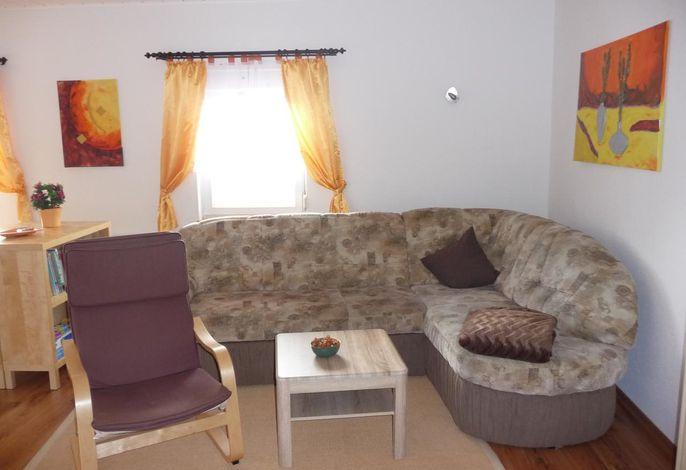 Sitzbereich im Wohnzimmer auch als Schlafplatz nutzbar