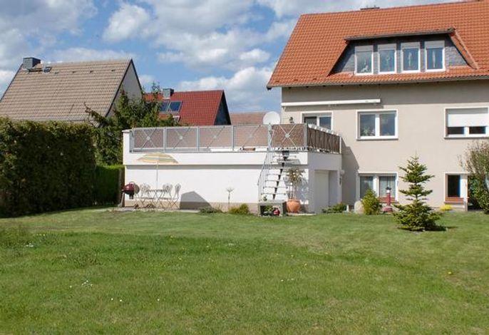 Außenansicht mit großer Spielwiese###br###Ferienwohnung Wotan Whg 3 und 4###br###bis 12 Personen