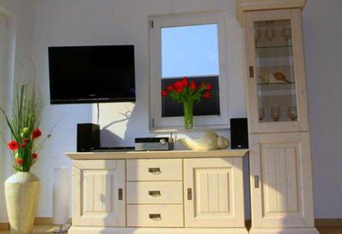 Wohnzimmer -  mit LCD-TV. HIFI-Anlage, DVD-Player
