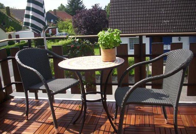 gemütliche Balkon, auch die Abendsonne kann hier genossen werden