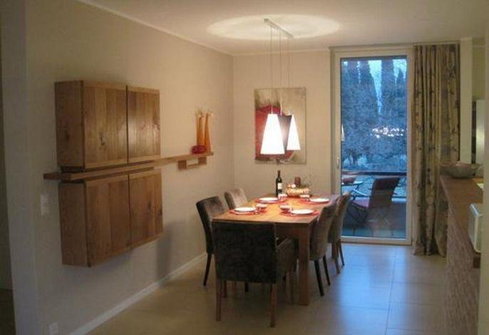 Esszimmerbereich mit Frühstücksbalkon