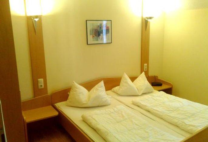 Schlafraum Eltern mit Doppelbett